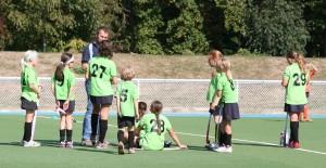 La nouvelle équipe de Benjamines en plein séance de coaching avant le match